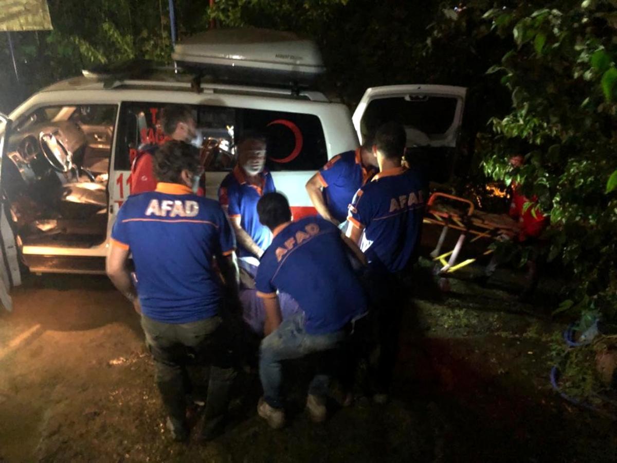 Rize'de mahsur kalan 2 kişi AFAD ve UMKE tarafından kurtarıldı