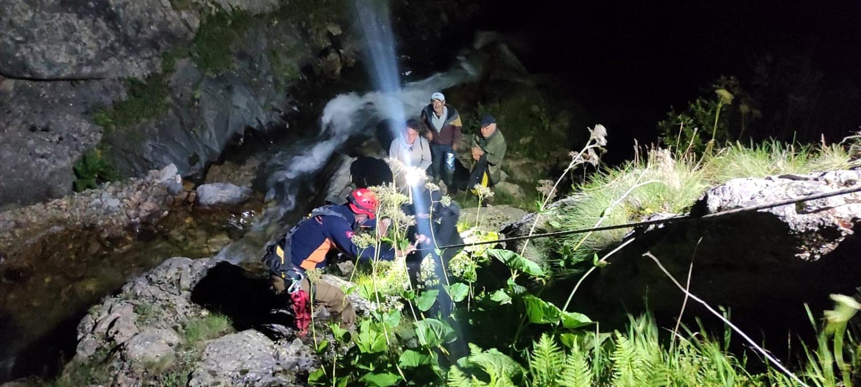 Yaylada mahsur kalan 4 kişi kurtarıldı